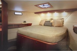 56' Huckins Linwood 56 2006 Guest cabin with ensuite bath