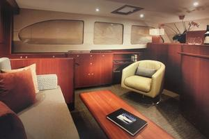 56' Huckins Linwood 56 2006 Custom salon