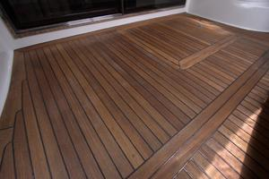 56' Sea Ray 560 Sedan Bridge 2000 Teak Deck