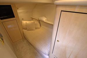 56' Sea Ray 560 Sedan Bridge 2000 Guest Stateroom