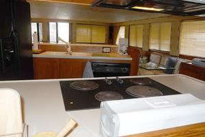 72' Vantare Cockpit Motoryacht 1991 Galley