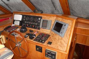 72' Vantare Cockpit Motoryacht 1991 Pilothouse Helm