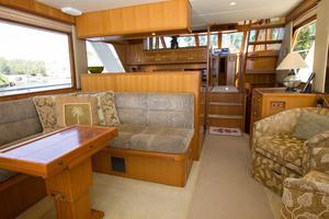 54' Offshore Pilothouse Hull #64 2005 Salon Forward