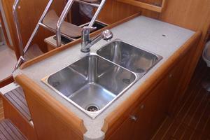 46' Hunter 460 2001 Galley Sink