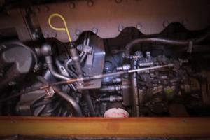 46' Hunter 460 2001 Engine detail