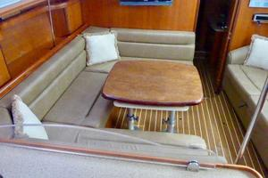 41' Hunter 41 Deck Salon 2007 Salon Dinette
