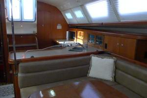 41' Hunter 41 Deck Salon 2007 Salon