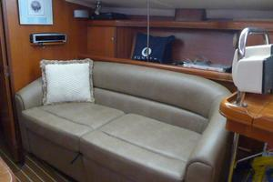 41' Hunter 41 Deck Salon 2007 Settee