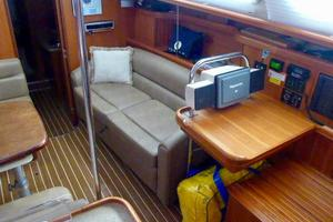 41' Hunter 41 Deck Salon 2007 Starboard Interior
