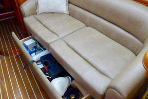 41' Hunter 41 Deck Salon 2007 Settee Storage
