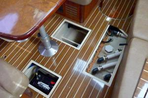 41' Hunter 41 Deck Salon 2007 Cabin Soles