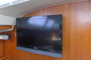 41' Hunter 41 Deck Salon 2007 Flatscreen TV