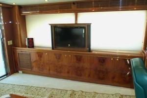 91' Tarrab Tri Deck MY 2012 Sky Lounge TV