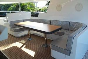 93' Johnson Rph W/on-deck Master 2017 Starboard Side Settee