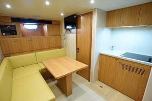 93' Johnson Rph W/on-deck Master 2017 Crew Lounge