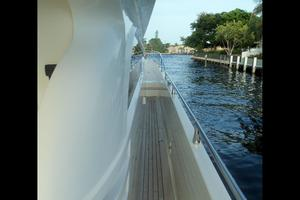 65' Marquis Flybridge 2006 SPACIOUS SIDE DECK