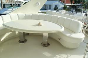 65' Marquis Flybridge 2006 FLYBRIDGE SEATING