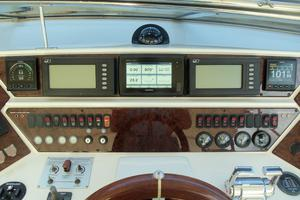65' Marquis Flybridge 2006 HELM CENTER