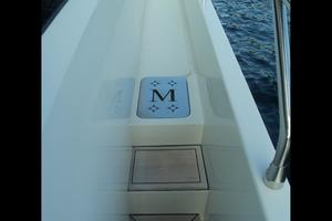 65' Marquis Flybridge 2006 SIDE DECK