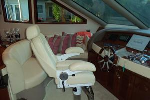 65' Marquis Flybridge 2006 HELM AREA