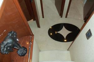 65' Marquis Flybridge 2006 FOYER