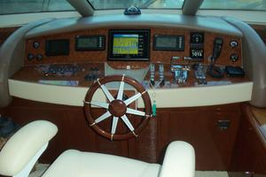 65' Marquis Flybridge 2006 LOWER HELM