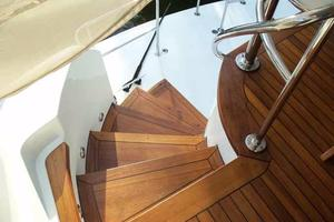 75' Hatteras Motoryacht 2002 SPORT DECK STEPS