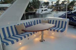 75' Hatteras Motoryacht 2002 FLYBRIDGE STARBOARD SEAT