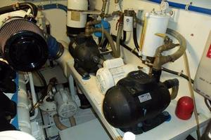 75' Hatteras Motoryacht 2002 OUTBOARD PORT ENGINE