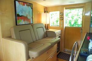 75' Hatteras Motoryacht 2002 DOUBLE HELM SEAT