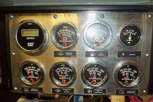 75' Hatteras Motoryacht 2002 CAT GAUGES