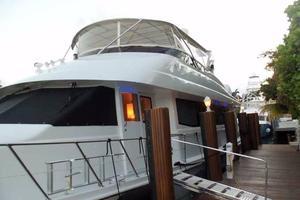 75' Hatteras Motoryacht 2002 BOARDING AREA