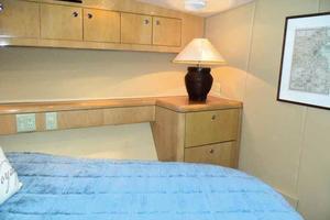 75' Hatteras Motoryacht 2002 VIP TO STARBOARD
