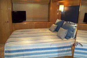 75' Hatteras Motoryacht 2002 MIDSHIP VIP TO PORT