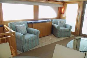 75' Hatteras Motoryacht 2002 STARBOARD SIDE SALON