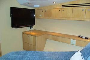 75' Hatteras Motoryacht 2002 VIP TO PORT