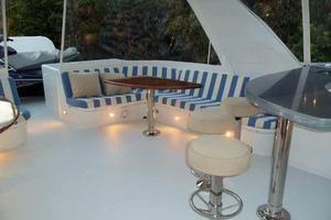 75' Hatteras Motoryacht 2002 FLYBRIDGE PORT SEAT