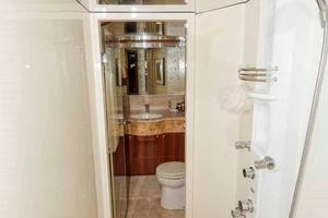 87' Johnson Flybridge w/Euro Transom 2005 Center Shower