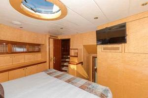 87' Johnson Flybridge w/Euro Transom 2005 VIP Looking to Starboard