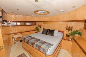 87' Johnson Flybridge w/Euro Transom 2005 VIP Looking Forward