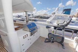 87' Johnson Flybridge w/Euro Transom 2005 Flybridge Griill