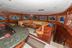 87' Johnson Flybridge w/Euro Transom 2005 Galley Dining