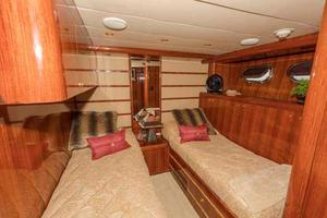 87' Johnson Flybridge w/Euro Transom 2005 Port Guest Cabin