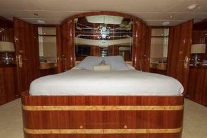 87' Johnson Flybridge w/Euro Transom 2005 Master Looking Aft