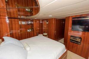 87' Johnson Flybridge w/Euro Transom 2005 Master Looking Forward