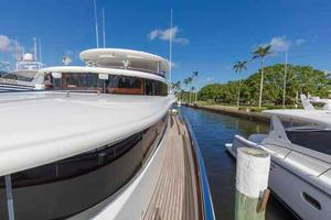 87' Johnson Flybridge w/Euro Transom 2005 Spacious Side Deck