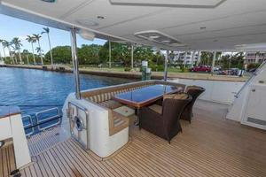 87' Johnson Flybridge w/Euro Transom 2005 Aft Deck Seating