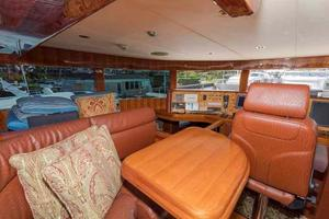87' Johnson Flybridge w/Euro Transom 2005 Pilothouse Settee