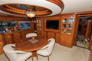 87' Johnson Flybridge w/Euro Transom 2005 Salon Entertainment Area