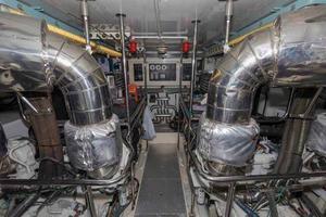 87' Johnson Flybridge w/Euro Transom 2005 Engine Room Looking Forward